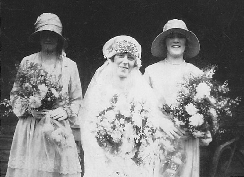 Minnie bride, Daphne Louttit, Minnie Wiggins 1929